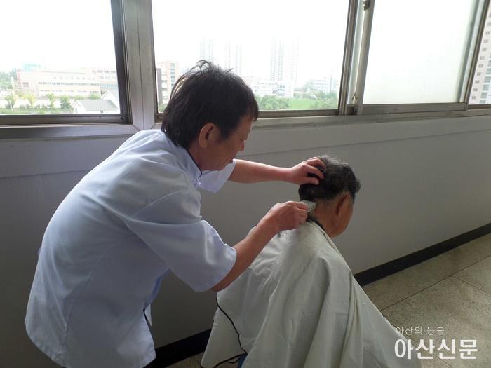 3.온양4동 이미용봉사.JPG