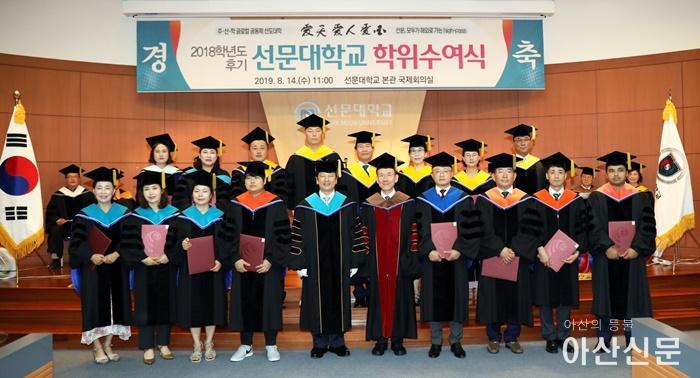 사진 8. 박사졸업생들.JPG