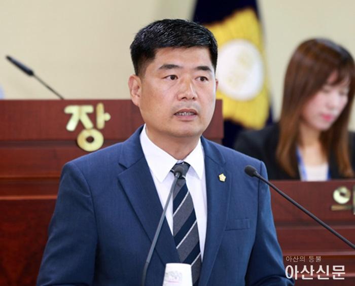 맹의석의원이 제214회 임시회에서 5분 자유발언을 하고 있다..JPG