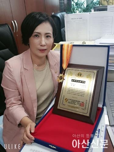 조미경의원이  2019 제2회 한국을 빛낸 글로벌 100인대상 '지방의회부문 대상'을 수상했다..jpg