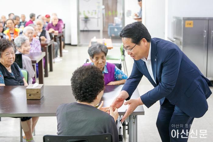 2-1. 오세현 아산시장, 추석 명절 맞아 사회복지시설 방문.jpg