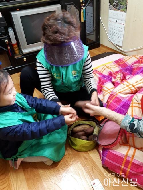 5. 아산시 송악면 새마을부녀회, 며느리 역할 봉사 활동.jpg